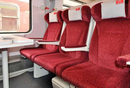 Second class seats - SR